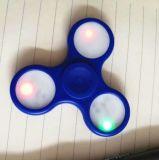 긴장 방출을%s 좋은 품질을%s 가진 LED 손 방적공 싱숭생숭함 장난감