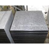 Telhas inflamadas cinzentas escuras naturais do granito para o revestimento e a parede