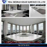 12 Seater豪華な現代様式のオフィス用家具特別な長方形の有名な最新のデザイン白い四角の大きい分けられた石造りの商業会議の席