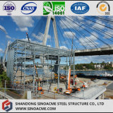 Helle Stahlrahmen-Werkstatt mit multi Überspannungen