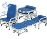 病院の力によって塗られる患者は椅子、忍耐強いスリープの状態である椅子に伴う