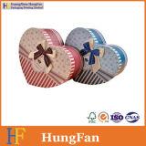 Cadre de empaquetage personnalisé de cadeau de papier en forme de coeur avec la bande