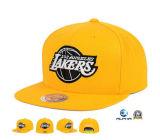 As equipas de desporto de basquetebol de lã amarela chapéus plana