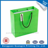 高品質のギフトの札が付いている緑によって印刷されるクラフト紙のショッピング・バッグ