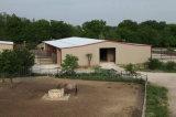 강철 구조물 조립식으로 만들어진 농장 헛간