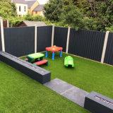 지붕을%s 장식적인 인공적인 잔디가 야외에서 40mm 고도 18900 조밀도에 의하여 Lad10 정원사 노릇을 한다