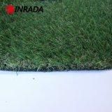 緑の庭の装飾の景色の人工的な草
