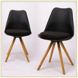 Cadeira clássica por atacado do pé de madeira da parte traseira do plástico da fábrica