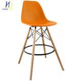 現代様式の木足のプラスチック背部バースツールの高い椅子