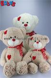 Jouet mou d'ours de peluche d'étreinte de couleur de blé avec la connexion rouge de coeur en corps et pieds de bande