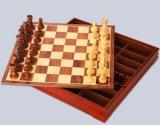 Parte di scacchi con l'insieme di scacchi di legno esterno dei fornitori della scheda di scacchi