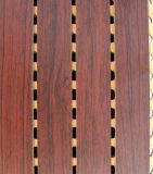 El panel acústico de la pared de madera del arte