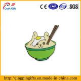 Pin niquelado de la solapa del esmalte con el tazón de fuente de arroz y los palillos