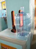 Plástico semi automático del animal doméstico botella de agua de 20 litros que hace la máquina