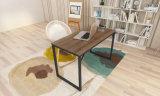 Moderner einfacher Büro-Computer/Schreibens-Schreibtisch