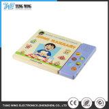Los niños Pulse el botón de impresión de libro de canciones