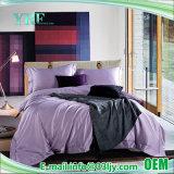 高い二重環境ロッジの灰色の寝具