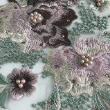 絹ヤーンの石および真珠となされる3D花の刺繍が付いているレース