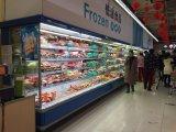 スーパーマーケットのMultideckの表示開いたクーラー