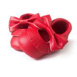 Младенца малыша Delebao ботинки шпаргалки Moccasinss Bowknot Tassel младенческого мягкие единственные, различные цветы