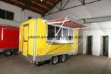 販売のための日除けによって装備されている移動式食糧トレーラー