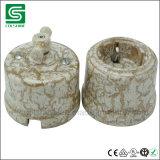 Commutatore rotante della porcellana ed interruttore chiaro antiquato dello zoccolo