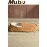 Niedrige Schnitt-Schaffell-Winter-Mann-Schuhe in der Kastanie