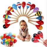 Il martello di legno della sabbia di crepitio degli strumenti musicali di percussione della sfera del bambino scherza il giocattolo