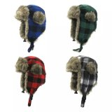耳のプラシ天の冬の帽子