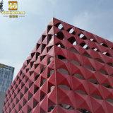 El CNC hizo el exterior que modelaba los paneles de aluminio para el edificio moderno