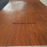 El papel de madera contrachapada superpuesta con ranuras/acanaladas para decoración