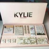 Los lápices labiales determinados de la gama de colores del sombreador de ojos de las vacaciones de Kylie Jenner fijaron