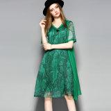 Зеленое напечатанное платье свободных женщин длины колена с флористическим