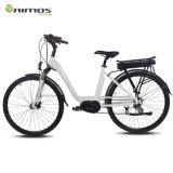 700c bewegt elektrisches Fahrrad, elektrisches Fahrrad mit Bafang MITTLEREM Antriebsmotor E-Fahrrad Schritt für Schritt fort