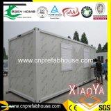 Изолированная дом контейнера с комнатами просто конструкции