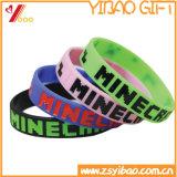 Bracelet/bracelet de silicones de logo gravés en relief par coutume pour des cadeaux de décoration