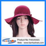Мода шерсть считает Red Hat для женщин и мужчин