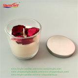 Стеклянный кувшин художественных ремесел при свечах с букет роз