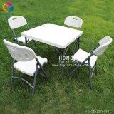屋外のプラスチック折るピクニック椅子と結婚するレストラン