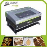 Le Matériel en cuir de coupe et la gravure au laser CO2 et la gravure de la machine de coupe