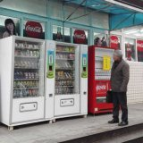 Distributore automatico della bevanda di Otomatik con l'autoadesivo personalizzato