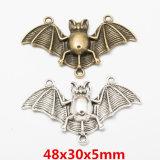 Oro antiguo volando Bugbat Halloween colgante de metal para la joyería artesanal de bricolaje