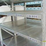 Prateleira de armazenamento com prateleiras de aço
