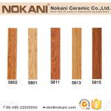 居間のセラミックタイルDecoativeのための木製の模造の床タイル