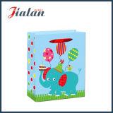 ショッピング・バッグを包む顧客用多彩なペーパーによって印刷される赤ん坊のギフト