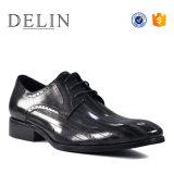Los hombres de lujo nuevos estilos de calzado de vestir zapatos de cuero de vaca