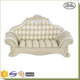Le cru Wedding la collection neuve de sculpture décorative en résine a complété l'étalage de boucle de bijou de sofa