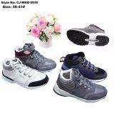 最も新しい様式の人のスポーツの毛皮の靴の中敷の暖かい身に着けているスポーツの靴