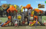 Kind-Spielzeug-im Freienkind-Park-Spielplatz-Gerät