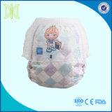 Вытяните вверх по кальсонам младенца пеленок младенца устранимым